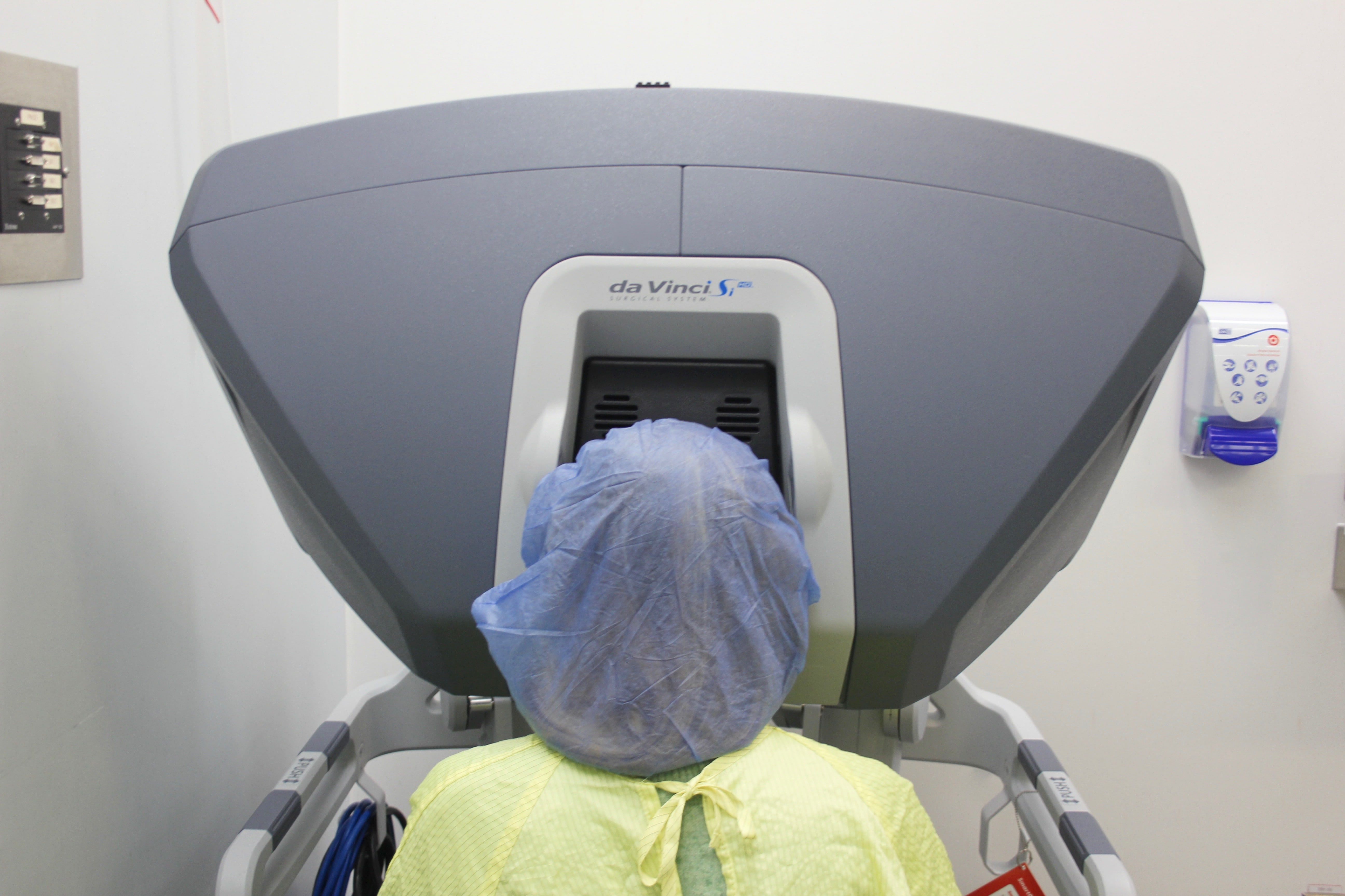 Robots in surgeries for women-2