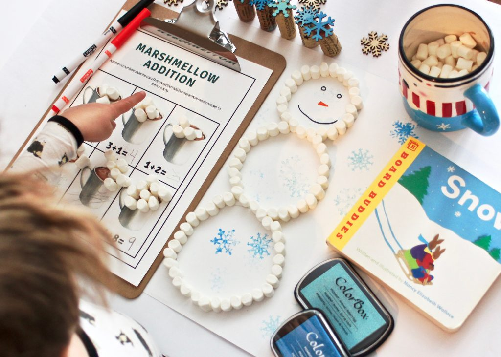 Easy + Adorable Snowman Craft