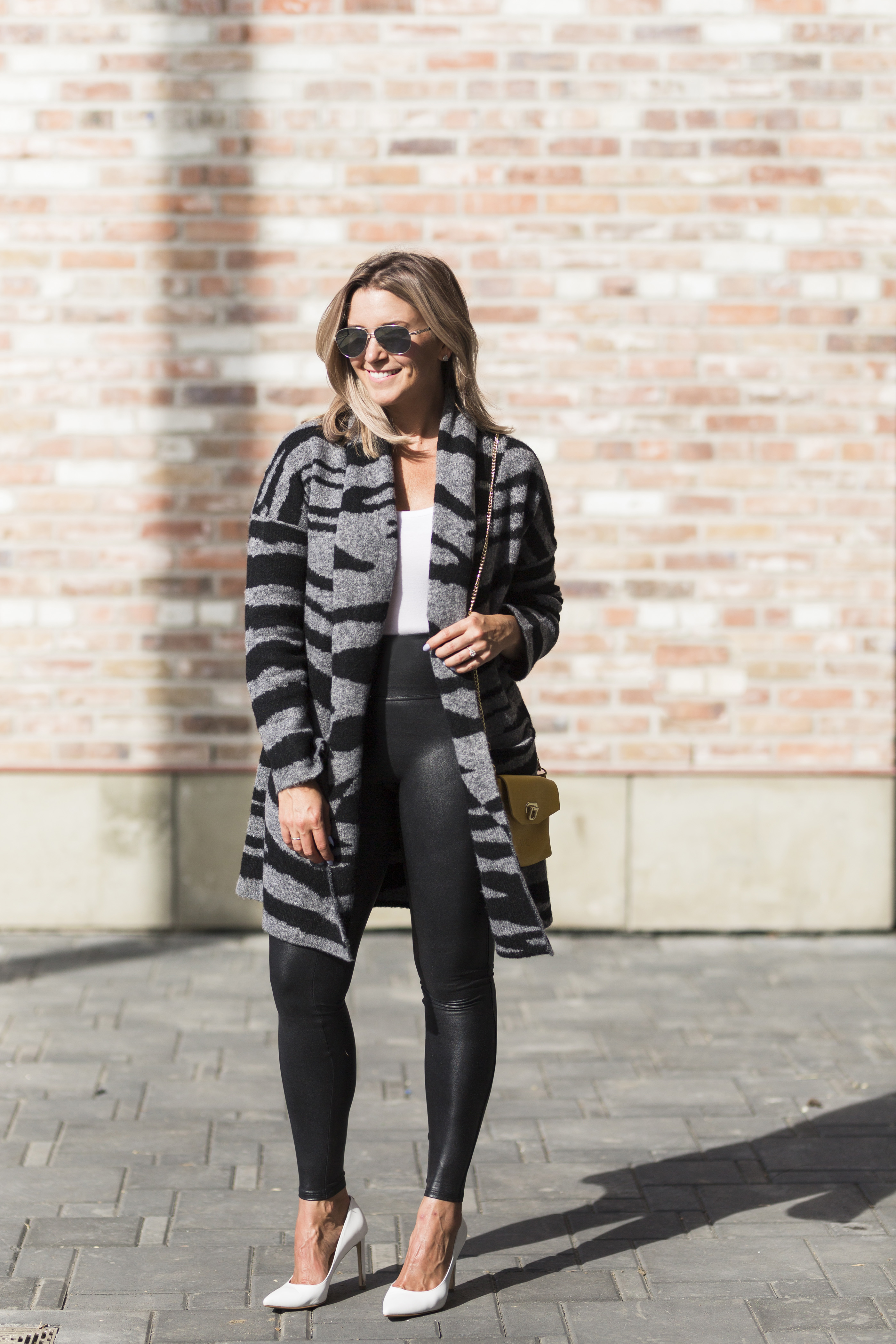 How To Style Spanx Faux Leather Leggings-4