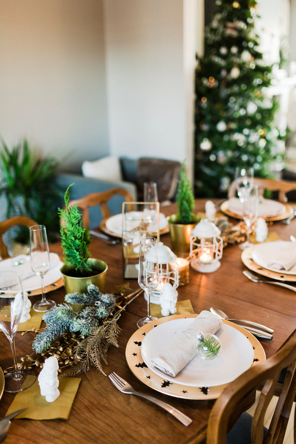 Inexpensive Christmas Tablescape-1