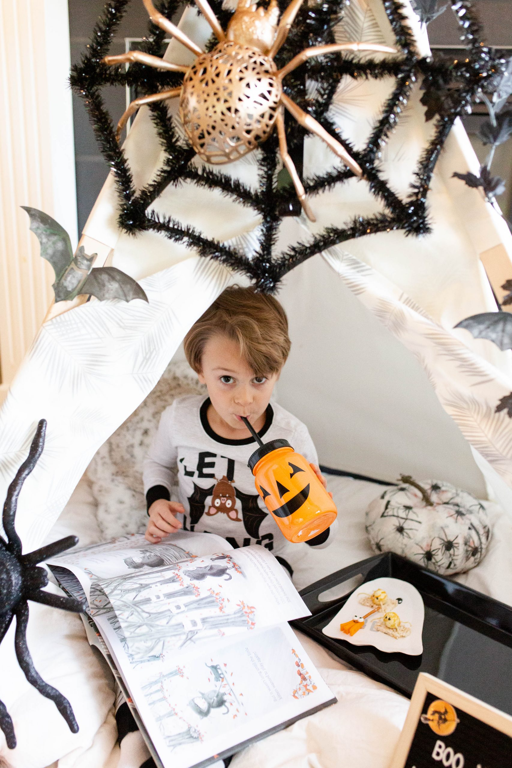 cutest Halloween Hut--4